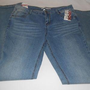 NWT Bongo Distressed Jeans Boot Cut Jrs Sz 15